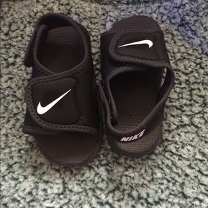 Nike sandals toddler size 6